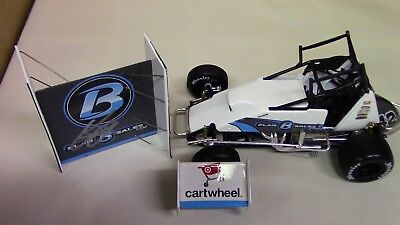 Kyle Larson AUTOGRAPHED World of Outlaws Dirt Diecast Sprint Car 1 24 Scale New