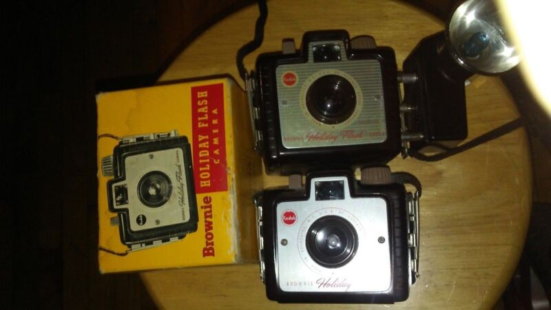 2 Old Vtg Antique Collectible Kodak Brownie Holday Flash With flashbulbs