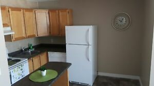 WOODWARD GARDENS//2 BDRM//$840 + LIGHTS//APRIL