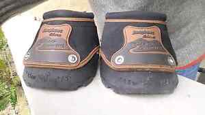 Pair of Easyboot Glove Back Country Horse Hoof Boots 1.5 Bairnsdale East Gippsland Preview