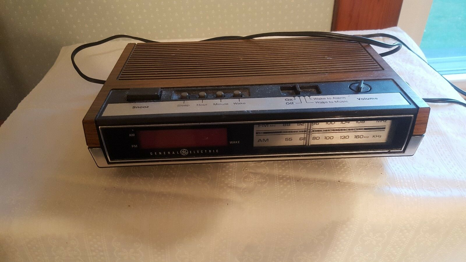 General Electric AM/FM Alarm clock radio