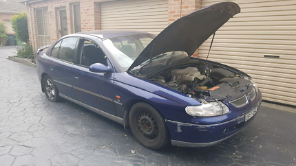 WRECKING VT HOLDEN COMMODORE