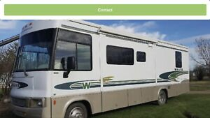 Winnebago 30 ft Motorhome - 2001 Brave