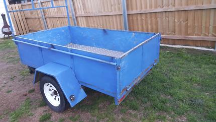 7 x4 Box trailer