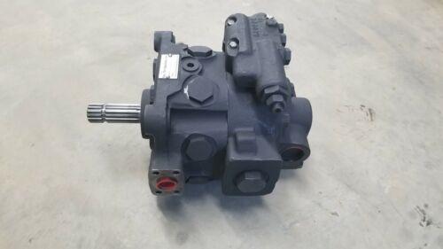 John Deere Hydraulic pump  RE565679