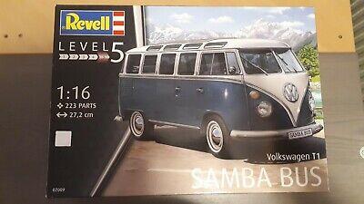 Bus VW Samba Bus T1 Revell niveau 5 / 223 pièces / 27.2 cm de long