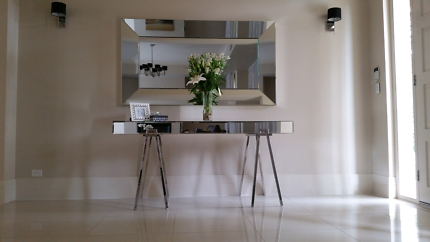 Hall table/Dresser/Side table in mirror