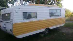 16 ft viscount pop top caravan  great cond Gladstone Gladstone City Preview