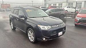 2014 Mitsubishi Outlander GT 4WD with NAV - LOADED!!