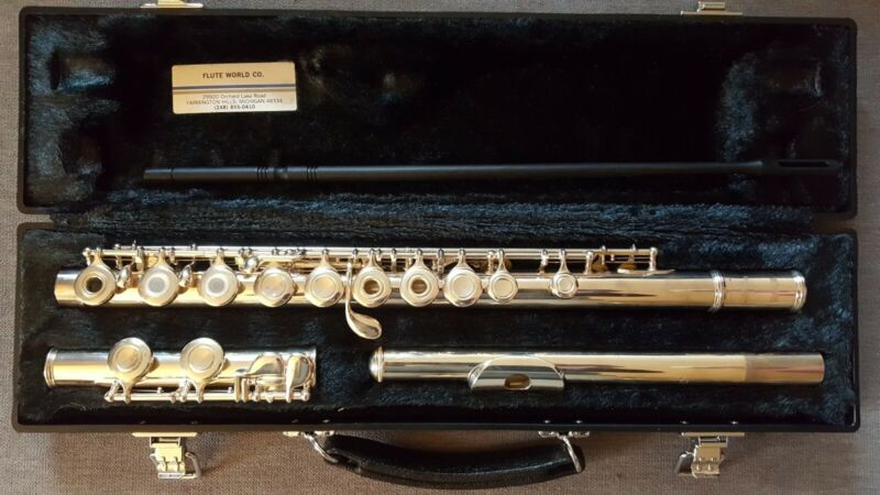 Beautiful YAMAHA YFL-281 Open Hole FLUTE - EXCELLENT Condition!