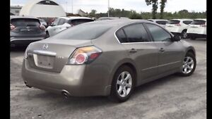 Nissan Altima 2.5 SL . Bas milage & Full options
