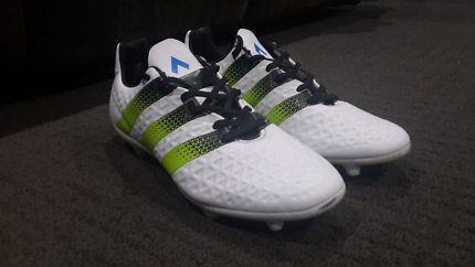 Mens Adidas soccer cleats, size 11.5 us