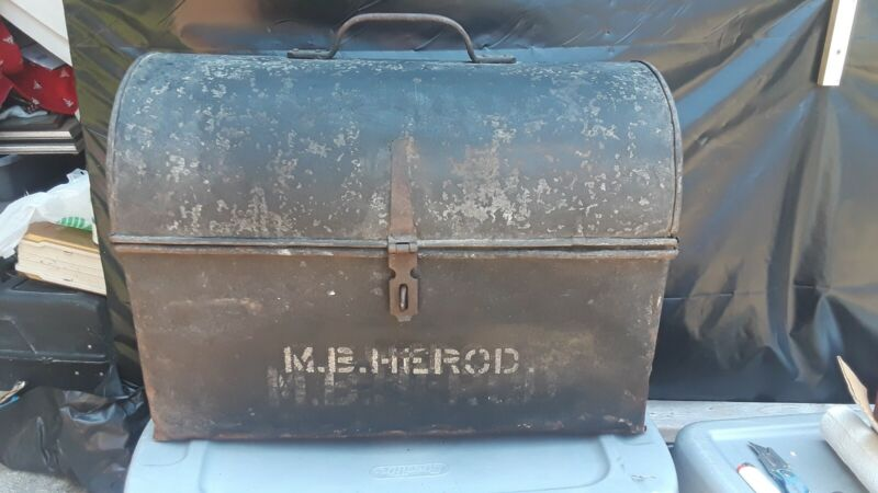 LARGE ANTIQUE NC & St. L. THE DIXIE LINE RAILWAY STEEL TRUNK/Strong Box RAILROAD