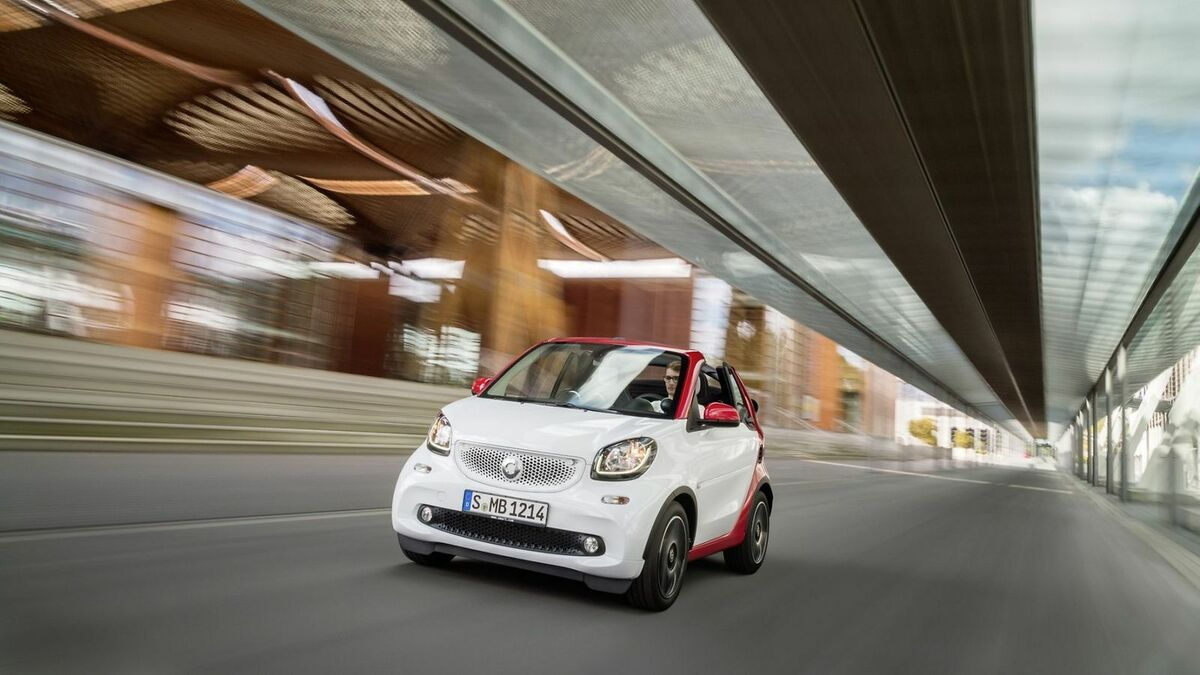 Smart Fortwo Carbio in der Frontansicht, fahrend