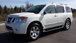 2014 Nissan Armada platinum mint cont low kms.