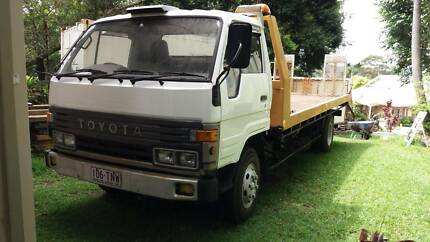 Tilt slide tow truck toyota dyna. New Engine. Nice condition