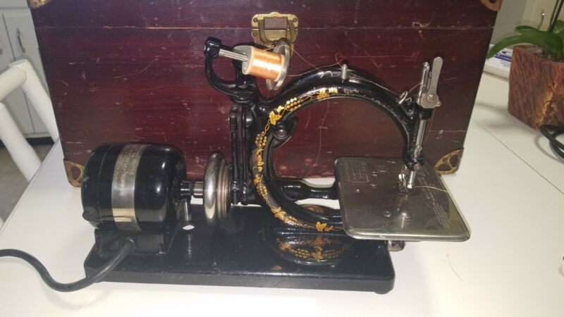 Antique Wilcox & Gibbs sewing machine, case, pedal, immaculate condition