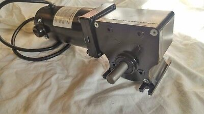 24v Dc - 280 In Lbs High Torque Gear Motor Right Angle - Keyed 821 Dayton