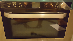 Convection oven microwave Wilberforce Hawkesbury Area Preview
