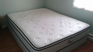 Queen mattress & boxspring