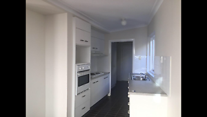 Private room, Spacious, clean, quiet, 16 mins to city, bills incl Hamilton Brisbane North East Preview