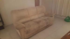 Free 3 seater couch Morphett Vale Morphett Vale Area Preview