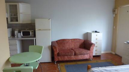 STUDIO Clean Suit 3-4 TRAVELLERS Close to Fitzroy St, ST KILDA