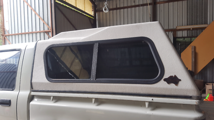 Ln106 Hilux FLEXIGLASS Canopy. Tinted sliding windows