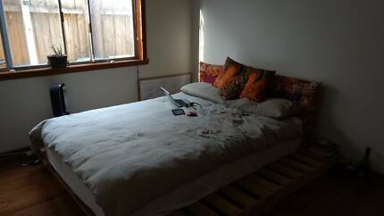 Double room in awesome share house available for short-term let