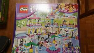 Lego Friends - 41058 - Shopping Mall - Retired Product Kelso Townsville Surrounds Preview