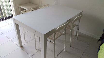 Dining table - expandable plus 4 chears free Hornsby Hornsby Area Preview