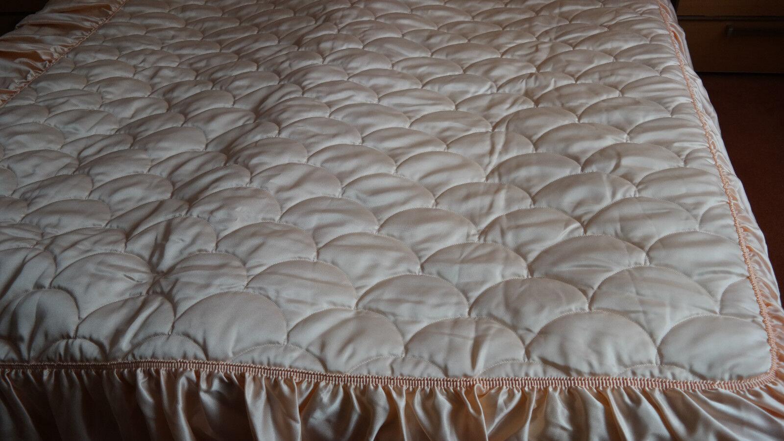 Vintage Tagesdecke Decke Bettüberwurf 140 x 200 gesteppt Volant  pfirsich Neu