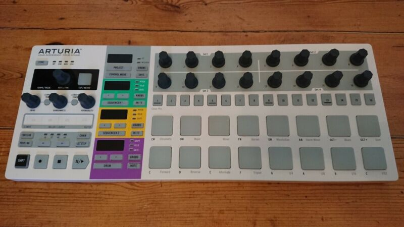 Arturia Beatstep Pro (Great Condition with Original Box and Cables)