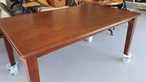 Dining table, solid timber in excellent condition