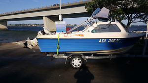 5m fiberglass family leisure or fishing boat. St Andrews Campbelltown Area Preview