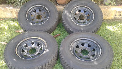 6 Stud Mags With Tyres 245 70 16