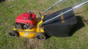 Greenfield Lawn Mower w/ healthy Honda Motor. Canley Vale Fairfield Area Preview