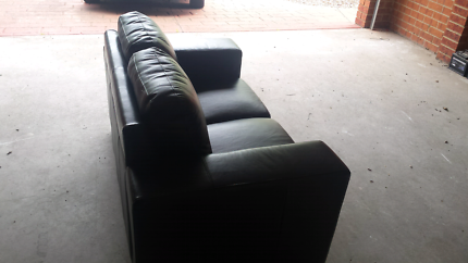 BRAND NEW 2 seat leather sofa
