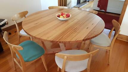 ROUND DINING TABLE VIC ASH HARDWOOD 135cm, HAND CRAFTED - RADIA