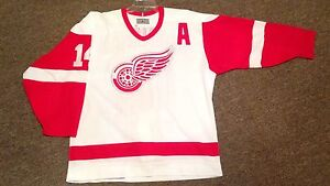 Detroit red wings pro ccm center ice jersey