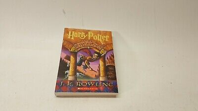 HARRY POTTER AND THE SORCERER'S STONE - ROWLING, J. K./ GRANDPRE, MARY (ILT) - N