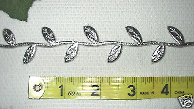 (May Arts Silver Leaf Ribbon Trim ~ 5 Yards ~ Nylon Leaves - Crafts Scrapbook )