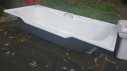 Free cast iron bath for horses or scrap metal.