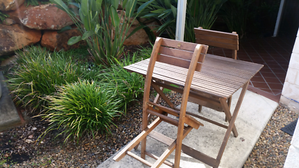 Ver pretty Folding Timber Picnic Table and Folding Chairs