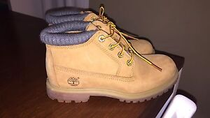 Size6 timberlands.