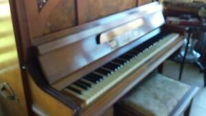 Piano, tuned, upright