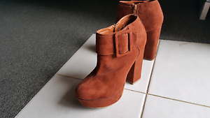 Rusty platforms size 8 Maryland Newcastle Area Preview