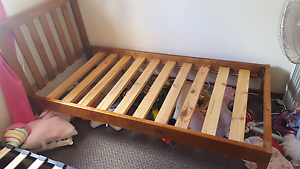 Single bed timber solid great condition Mayfield East Newcastle Area Preview