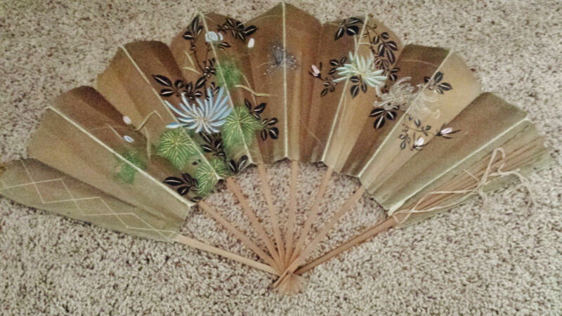 Antique hand painted Fan with strung silk bamboo supports - Metallic Detail