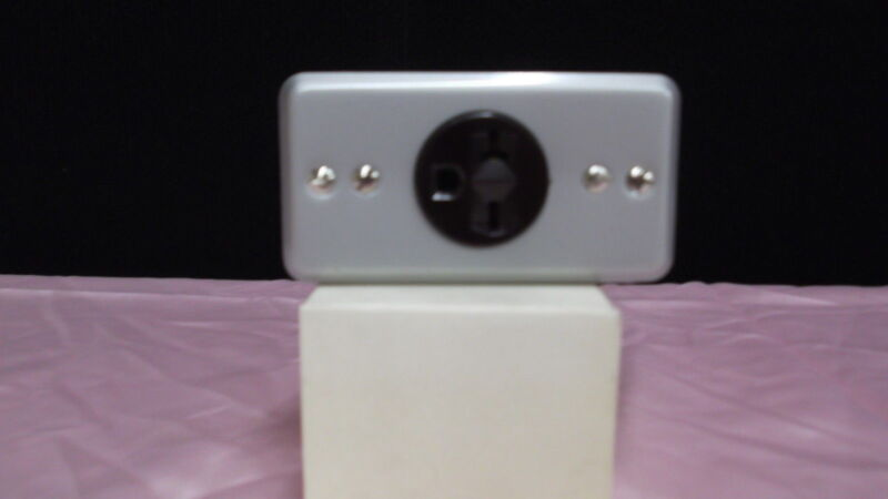 SINGLE RECEPTACLE 20 AMP 250 VOLT AC WITH METAL BOX